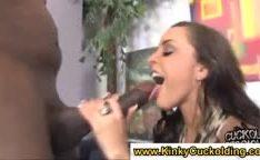 Comendo mulher puta com o corno do lado vendo tudo