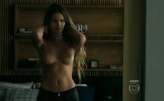 A modelo novinha Yasmin Brunet em cenas de sexo