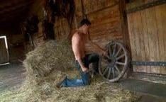 Abrindo as pernas pra o capataz da fazenda