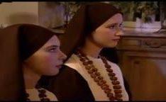 Duas freiras novinhas fodidas por um padre