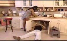 Dona de casa fodendo com encanador