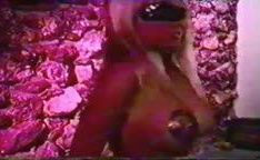 Kascha Bacdoor em cenas de sexo no filme antigo