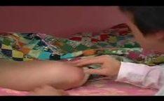 Irmão estuprando sua irmã gostosa peituda dormindo no beliche – videopitaria.com