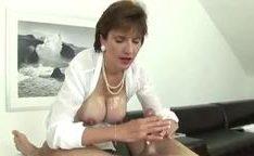 Video de sexo com coroa peituda batendo uma punheta