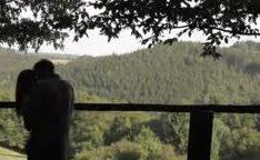 Casal fazendo amor na varanda
