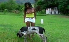 Mulata na fazenda dando cachorrão no porno zoofilia