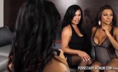 Travestis faz uma festinha com coroa gostosa do pornô