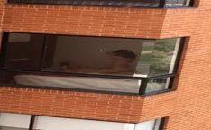 Flagrou casal transando no apartamento em Santos