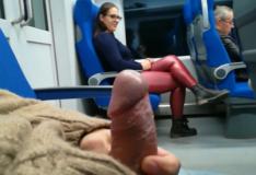 Mulher faz boquete no metrô em video de putaria