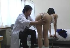Colegiais japonesas no exame médico peladinhas